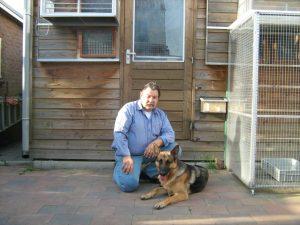 Eric met hond